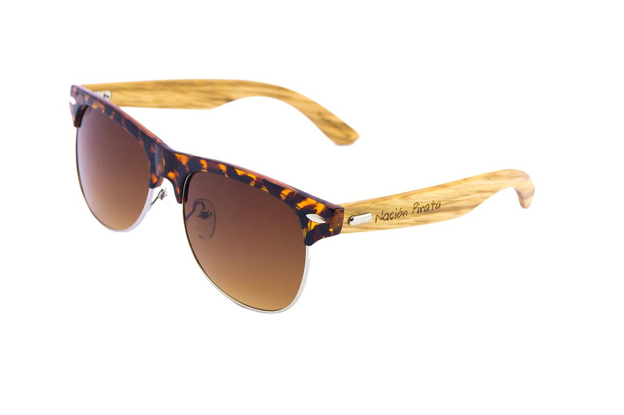 Gafas de Sol Nación Pirata. Modelo patillas madera Cala Leopardo