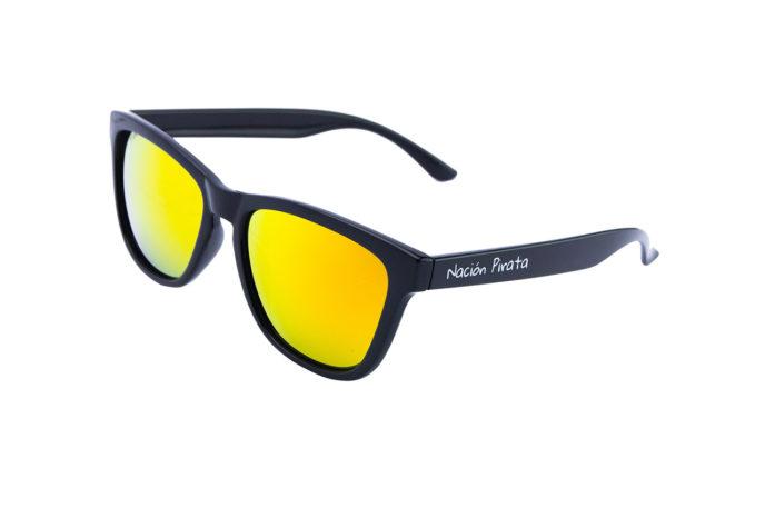 Gafas de sol llamas y ocaso angulo