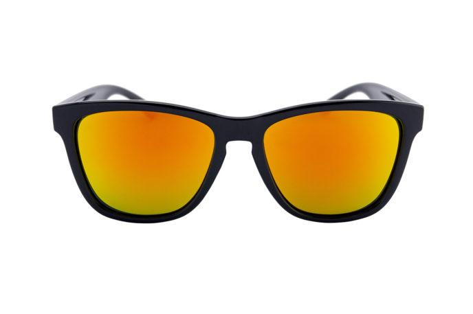 Gafas de sol llamas y ocaso frontal